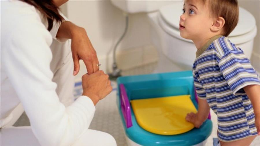 ماهي مخاطر تدريب الطفل على استخدام المرحاض مبكر