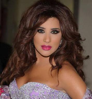 04e65b79a أحيت شمس الأغنية اللبنانية نجوى كرم حفلاً غنائياً صاخباً ضمن إحتفالات  مهرجان الأرز ليلة أمس في لبنان.