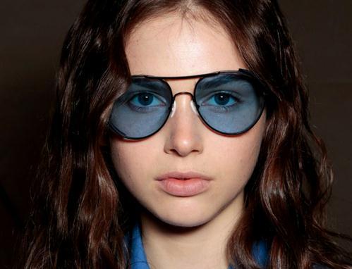 139065cd6 بالصور .. أجمل صيحات النظارات الشمسية لصيف 2015 - الجمال.نت
