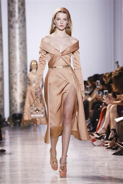 13340f7ca إنه فنان وليس مجرد مصمم أزياء، عاشق لجمال المرأة وأنوثتها، ولذلك يرسم ويبدع  كل تصميم يصنعه من أجلها.